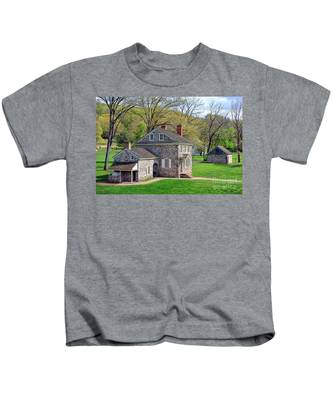 George Washington Headquarters At Valley Forge Kids T-Shirt