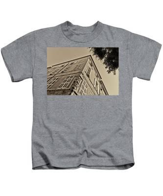 Statue In The Corner Kids T-Shirt