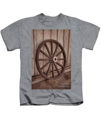 An Old Wagon Wheel Kids T-Shirt