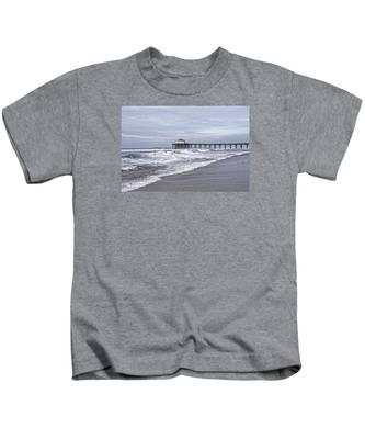 Manhattan Pier Surf And Waves Kids T-Shirt