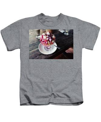 Table Kids T-Shirts