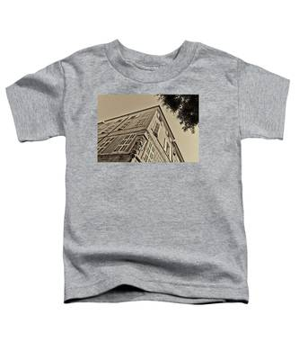 Statue In The Corner Toddler T-Shirt