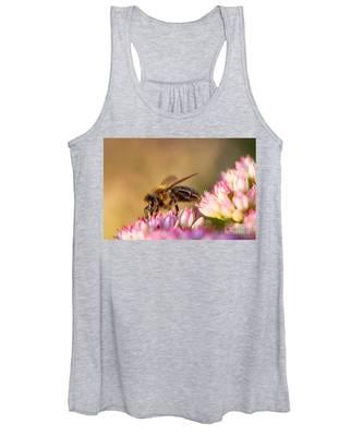 Bee Sitting On Flower Women's Tank Top