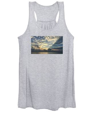 Flying To The Left Women's Tank Top