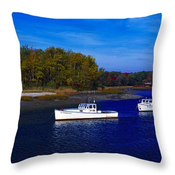 Kennnepunkport Harbor  Maine  Throw Pillow