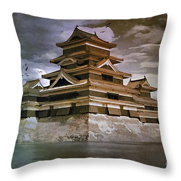 Matsumoto Castle  Throw Pillow