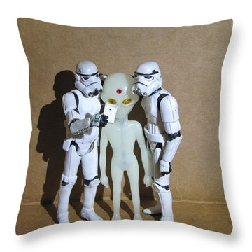 Selfie - 01 Throw Pillow