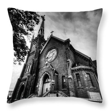 St. Wenceslaus Church In Cedar Rapids In Black And White Throw Pillow