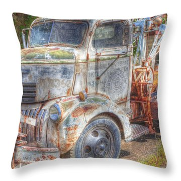 0281 Old Tow Truck Throw Pillow