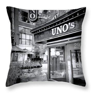 0748 Uno's Pizzaria Throw Pillow