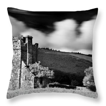 Castle Ruins / Ireland Throw Pillow