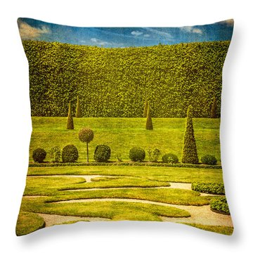 Hampton Court 'the Privy Garden Throw Pillow