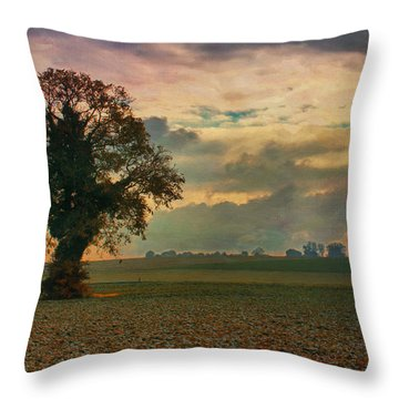 L'arbre Throw Pillow