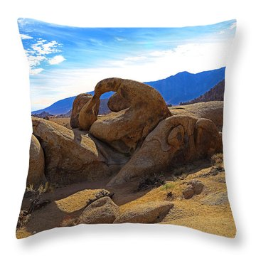 Mobius Arch In Alabama Hills Throw Pillow