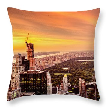 Sunset Over Central Park And The New York City Skyline Throw Pillow by Vivienne Gucwa