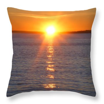 Throw Pillow featuring the photograph Sunset Over The James by B Wayne Mullins
