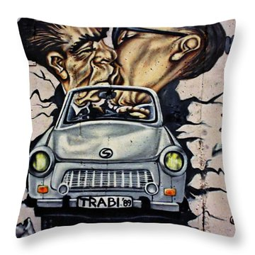 The Famous Kiss Throw Pillow