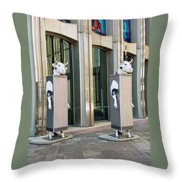 Cow Parade N Y C 2000 - Twin Cowers Throw Pillow