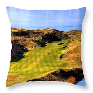 10th Hole At Chambers Bay Throw Pillow by David Patterson