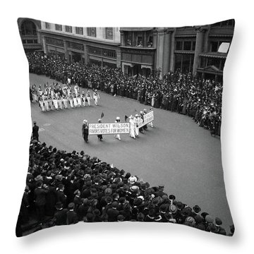 1910s Overhead View Of A Large Crowd Throw Pillow