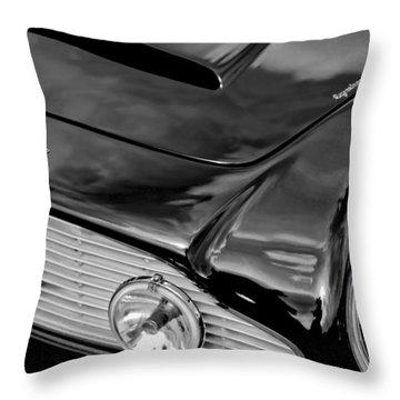 1963 Aston Martin Db4 Series V Vintage Gt Grille Emblem Throw Pillow