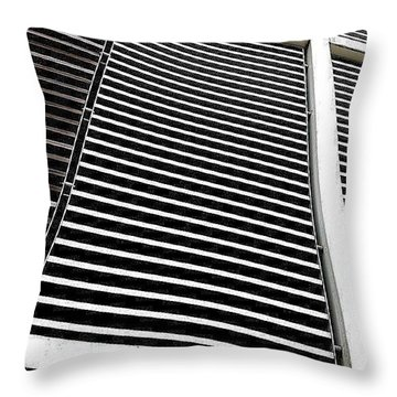 Urban Wall 8 Throw Pillow