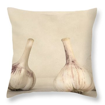 Fresh Garlic Throw Pillow