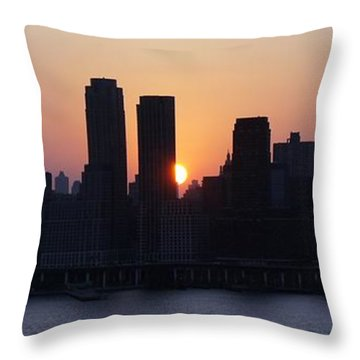 Throw Pillow featuring the photograph Morning On The Hudson by Lilliana Mendez