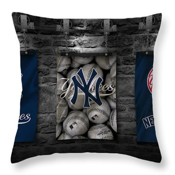 New York Yankees Throw Pillow
