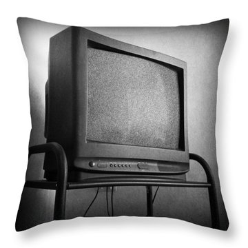 Old Television Throw Pillow by Les Cunliffe