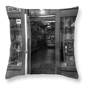 Scene @ Ny Throw Pillow