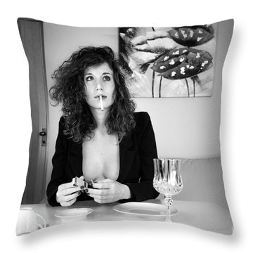 Que Nos Vies Aient L'air D'un Film Throw Pillow