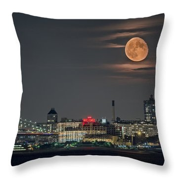 9 O'clock Throw Pillow