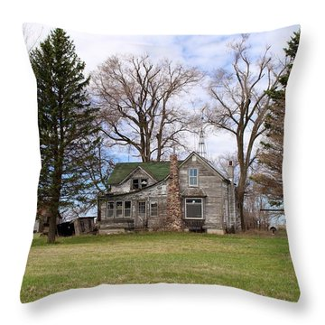 Abandoned Minnesota Farmhouse Throw Pillow