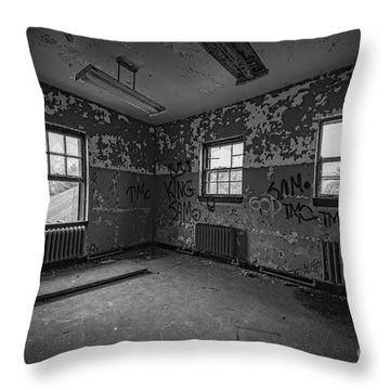 Abandoned Room At Letchworth Bw Throw Pillow