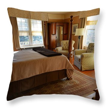 Abbeymoore Manor - Victoria Bc Iris Room Throw Pillow