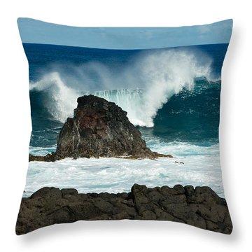 Akahanga Wave 2 Throw Pillow