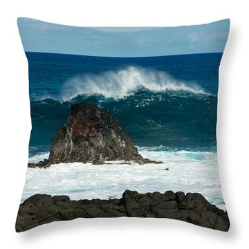 Akahange Wave Throw Pillow