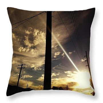 Aliens The End Is Nigh Goodbye Throw Pillow