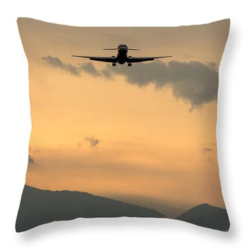 American Airlines Approach Throw Pillow