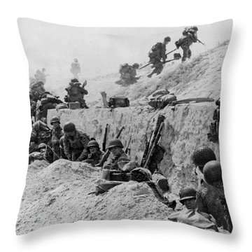 American Troops At Utah Beach Throw Pillow