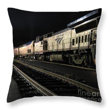 Amtrak 507 At Klamath Falls Throw Pillow