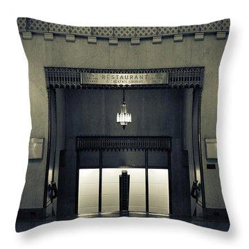 An Elegant Escape - Chicago Throw Pillow