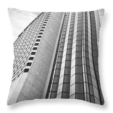 An Image From Cape Town Throw Pillow by Paulo Perestrelo
