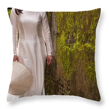 Ao Dai 03 Throw Pillow