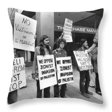 Arab Demonstrators In Ny Throw Pillow