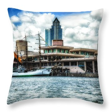 Arc Gloria In Port In Hdr Throw Pillow by Michael White