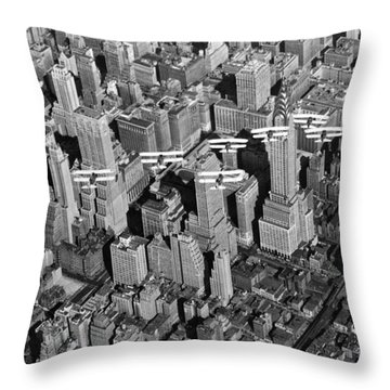 Army Air Corp Over Manhattan Throw Pillow by Underwood Archives