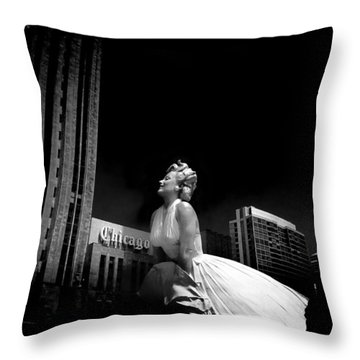 Art In Chicago Throw Pillow