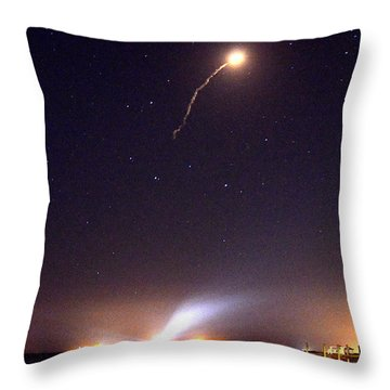 Throw Pillow featuring the photograph Atlas V Launch From Nyny by AnnaJo Vahle